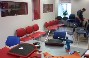 Ремонт стульев в офисе